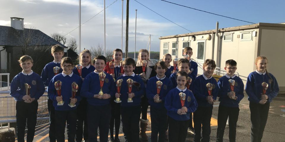 The Scór na bpáistí winners with their trophies!!